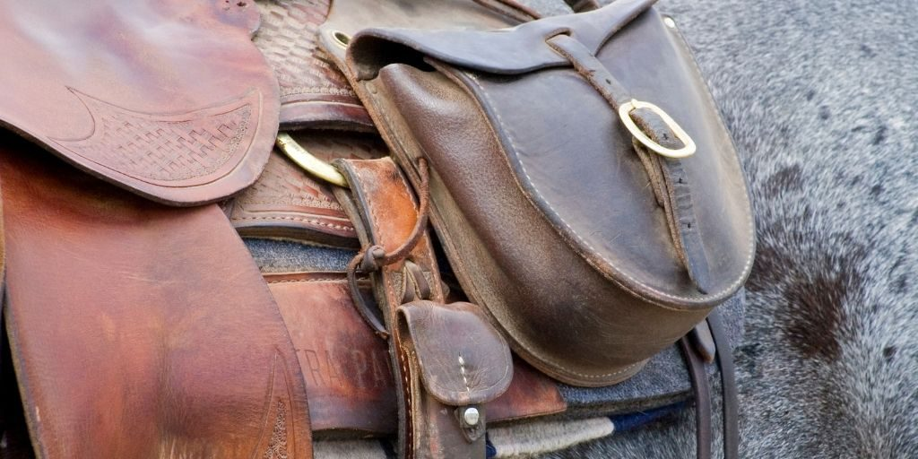 saddle with saddle bag